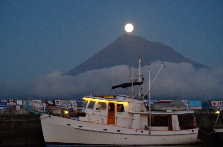 Dauntless in Horta Az iwth Pico and Moonrise